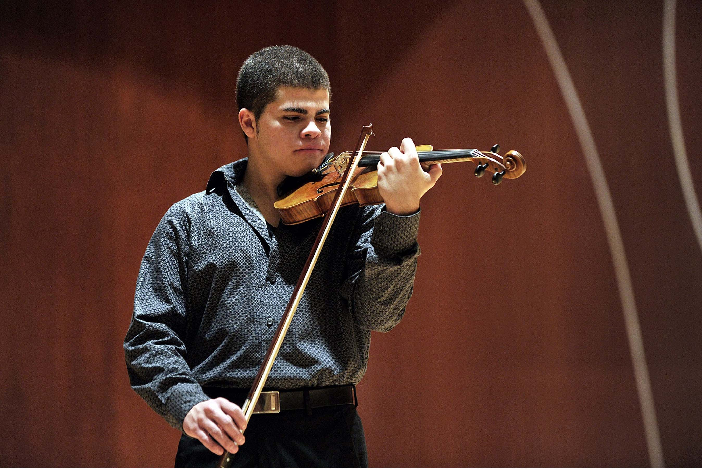 Gabriel Baeza, violin - Photo by Ana Abruña