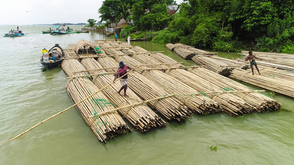 The raft anchors in the port town of Chatal Para to sell logs to retailers. Photographer: Shaheen Dill-Riaz © MAYALOK
